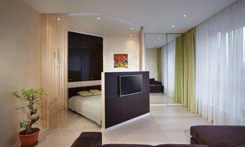 В результате перепланировки объединена спальня и гостиная.