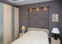 В спальне ниши из гипсокартона могут нести и чисто дизайнерскую функцию отделки стены у изголовья (фото «А»)