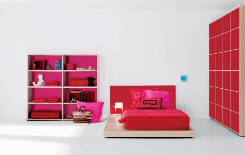 Вариант комнаты в стиле минимализма для девушки