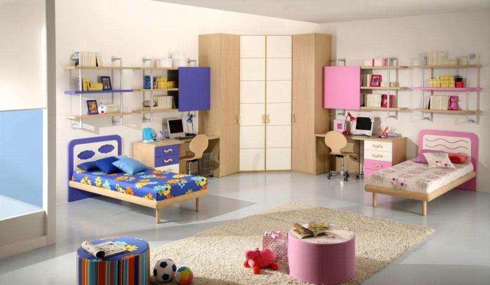 Вариант обстановки комнаты для сестры и брата: простор и порядок.