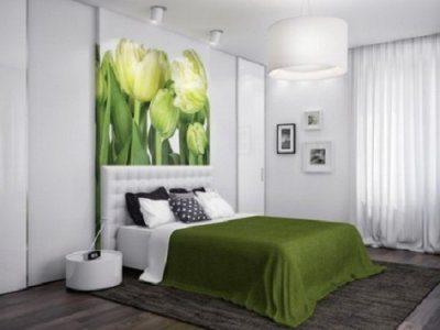 Вот лучший вариант поиска ответа на вопрос, как красиво поклеить обои в спальне – общая нейтральная объёмная фактура и один яркий, со вкусом, акцент