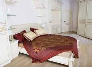 Встроенная мебель для спальни позволяет значительно сократить занимаемую площадь и функционально дополнить друг друга