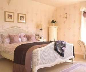 Ясно одно – обои для спальни 12 кв м должны быть светлыми («G»)
