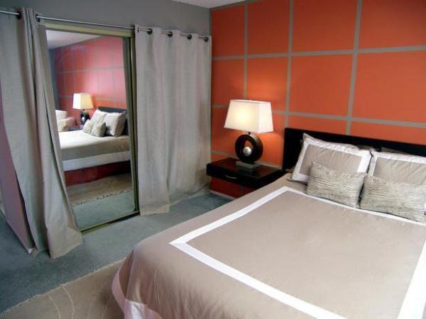 Зеркало напротив кровати – как можно его занавесить