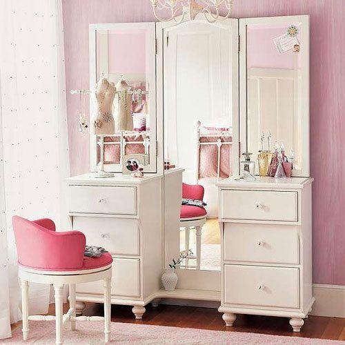 Зеркало-трюмо для спальни - оригинальный вариант: и функционально и красиво.