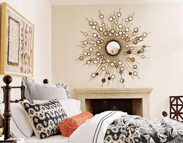 Зеркало в спальне может выполнять только лишь декоративные функции, однако во всех отражающих поверхностях есть что-то магическое – об этом нужно помнить!